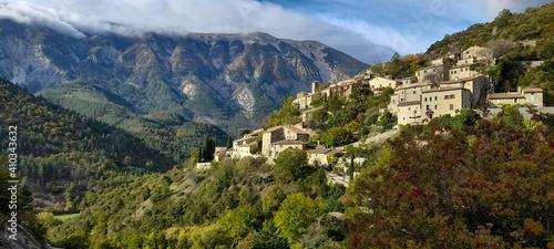 Obraz na plátne Village de Brantes vallée du Toulourenc Vaucluse