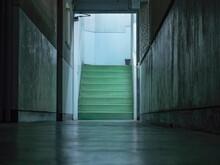 夜の廊下と階段
