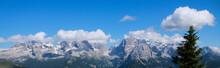 Bellissima Vista Sulle Montagne Dal Rifugio 5 Laghi In Trentino, Viaggi E Paesaggi In Italia