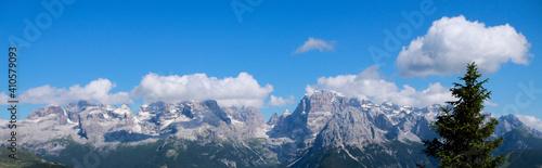 Fotografie, Obraz Bellissima vista sulle montagne dal rifugio 5 laghi in Trentino, viaggi e paesag