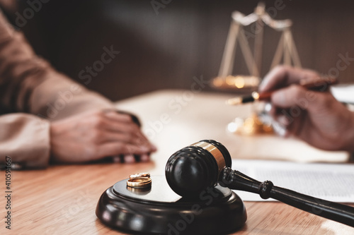 Fototapeta Judge gavel deciding on marriage divorce signing papers
