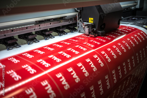 Obraz Full-color printing on the machine of the sticker with the inscription sale - fototapety do salonu
