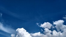 Nuvens Brancas No Céu Azul