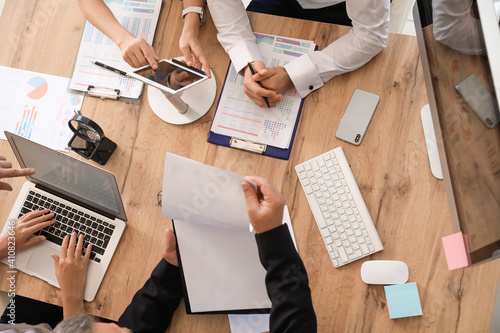 Obraz Team of business people during meeting in office - fototapety do salonu