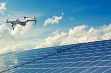 Drone Sobrevoando Placas Solares