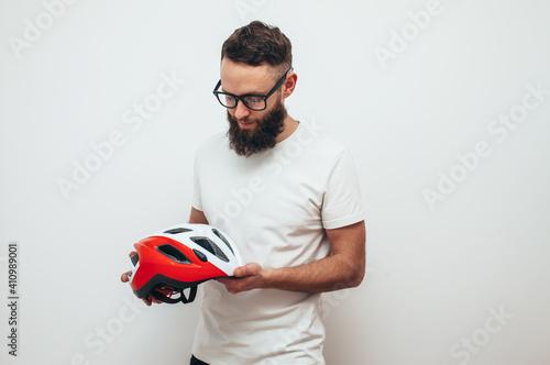 Obraz Portrait of handsome guy in the bike helmet - fototapety do salonu