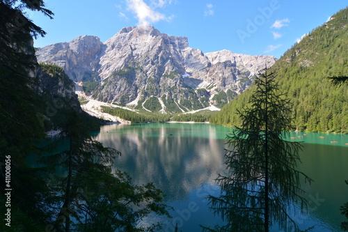 Photo lago di braies perla delle dolomiti del trentino alto adige