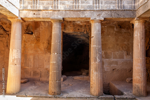Foto Tombs of the Kings near  Paphos Cyprus a 4th century BC necropolis, of burial ch