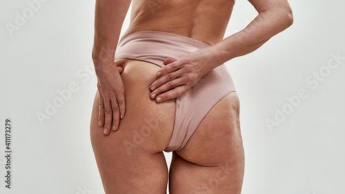 Obraz na plátne Slim middle aged caucasian woman demonstrating hip