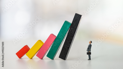 Fototapeta Company financial risk and escape methods, business strategy concept : Businessman CEO looks at collapsed bar graphs in a situation that needs prompt action