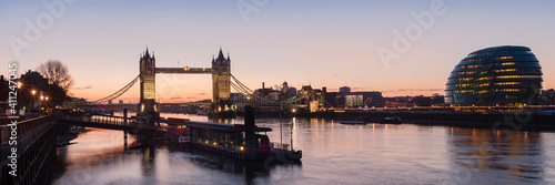 Slika na platnu London - Panorama view along the river thames showing Tower Bridge and City Hall
