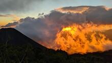 Atardecer Naranja Sobre El Volcan De Izalco, Nubes De Fuego, So Ardiente