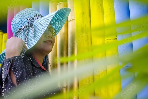 Fotografia Woman Looking Away By Bamboos