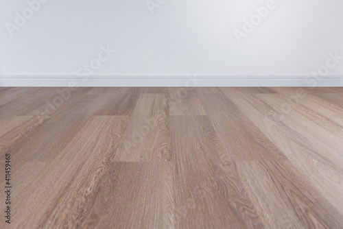 Obraz Wooden floor with white wall and floor skirting - fototapety do salonu