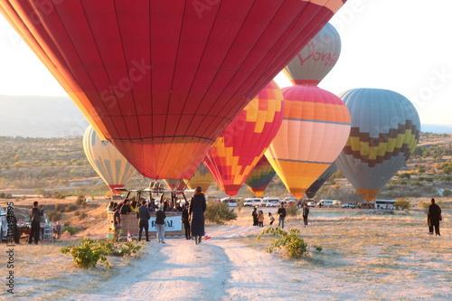 People On Landscape During Ballooning Festival Fototapete