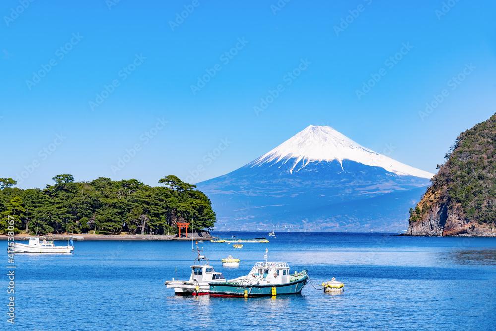 Fototapeta 静岡県沼津市戸田 戸田漁港から見た富士山
