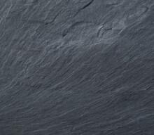 Textura De Superfície De Laje - Pedra De Lousa Com Relevos E Linhas Ritmadas Do Canto Inferior Esquerdo A Abrir Para O Centro