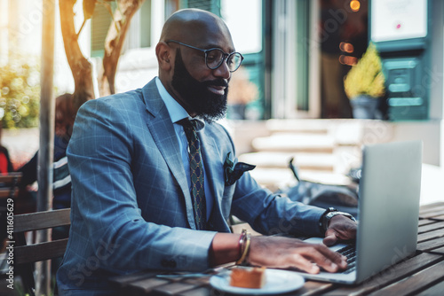 Papel de parede A handsome stylish mature bald black man entrepreneur with a well-groomed beard,