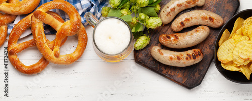 Tablou Canvas Oktoberfest set. Pretzels, sausages and lager beer