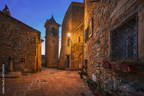 Cuadros en Lienzo Casale Marittimo old village in Maremma