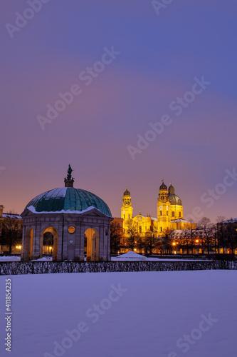 Fotografia, Obraz Hofgarten München mit Diana Tempel und Theatinerkirche zur blauen Stunde