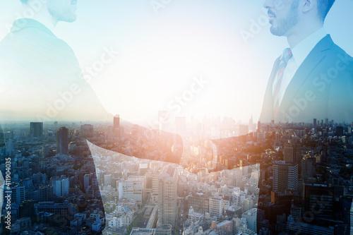 Fotografia, Obraz 握手するビジネスマンと都市の合成写真