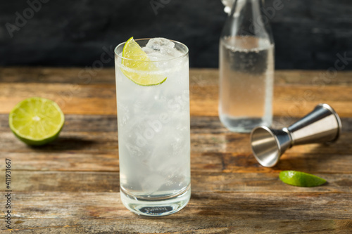 Fototapeta Refreshing Cold Tequila Ranch Water Cocktail obraz