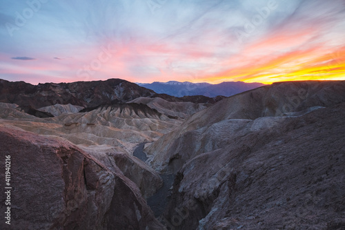 Colorful sunset over Zabriskie Point in Death Valley National Park, California Fototapete