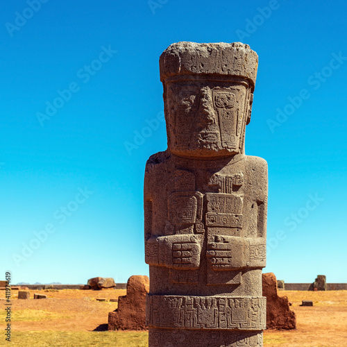 Tablou Canvas Ponce priest monolith statue in Tiwanaku near La Paz, Bolivia.