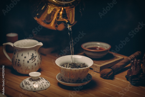 """Slika na platnu """"A person must be like tea, his true strength only appears when he gets into the hot water"""
