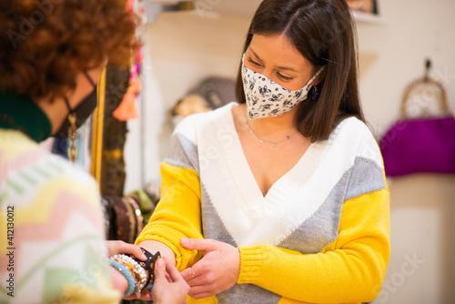 Slika na platnu Shop assistant selling bracelets to a customer