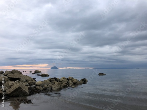 Foto Scenic View Of Sea Against Sky And Ailsa Craig