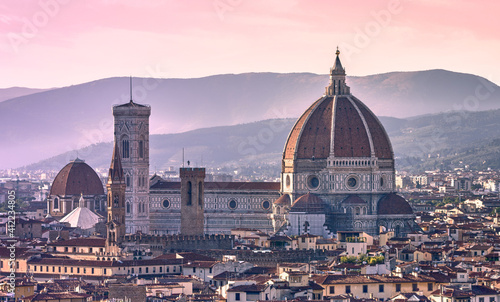 Fotografiet Duomo Santa Maria Del Fiore in the city of Florence at sunset