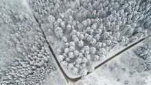Strasse Führt Durch Verschneite Landschaft