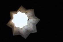 Detalle De Una Ventanilla En Forma De Estrella.