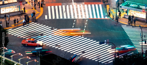 Fotografie, Obraz People and traffic cross the famous scramble intersection in Shibuya, Tokyo, Jap