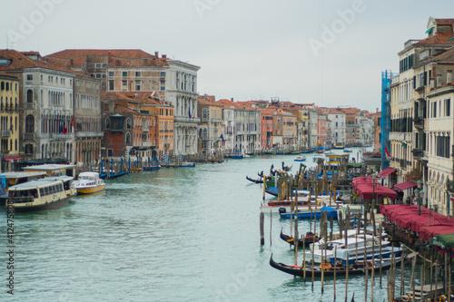 Fototapety, obrazy: Canal in venice with gondolas