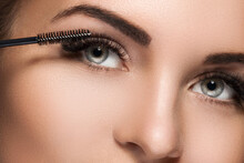 Mascara Wand For Maximum Volume Of Artificial Eyelashes