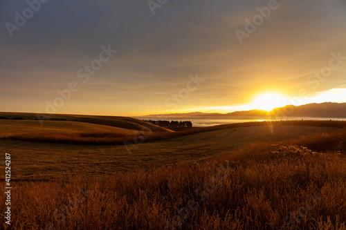 夕日に映るセカンドライフのイメージ 幸せな海外移住 リラックスな生活のイメージ