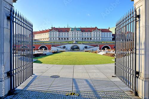 Obraz Ogrody Zamkowe – ogród przylegający do Zamku Królewskiego w Warszawie. - fototapety do salonu