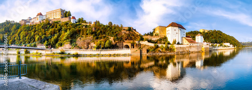 Gran panorama of the Inn shore and historic old town of Passau on a beautiful su Fotobehang