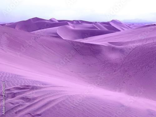 Fotografija Surreal violet sand dunes in desert on alien planet.