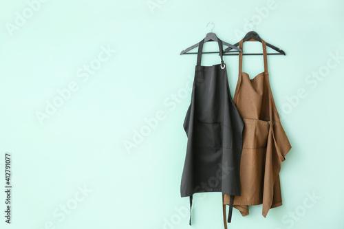 Obraz na płótnie Clean aprons on color background