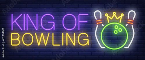 Fotografía King of bowling neon text, skittles and ball with crown