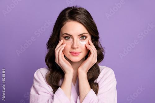 Obraz na plátne Photo of young girl enjoy cosmetology procedure apple eye patches lifting hydrat