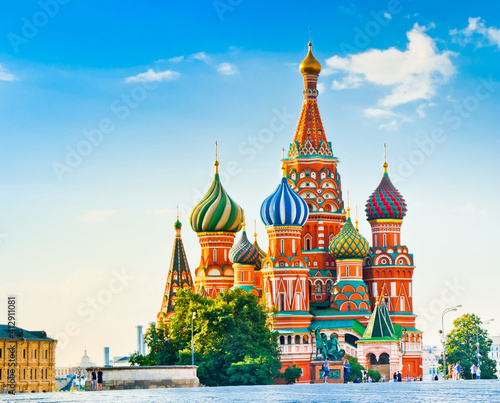 Foto The Cathedral of Vasily the Blessed (Saint Basil's Cathedral) on Red square in summer sunny morning