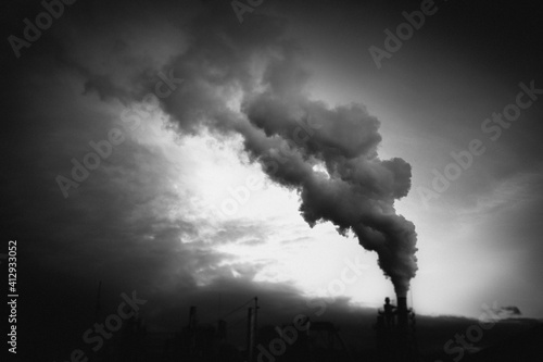 smoke coming out of factory chimney industry and global warming Fototapete