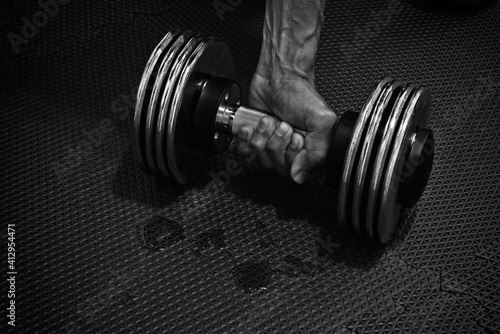 Canvastavla Cropped Hand Of Man Picking Dumbbell