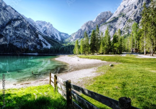 Fotografia Scenic View Of Lake With Mountain Range In Background
