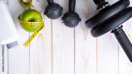 Photographie Directly Above Shot Of Exercise Equipment With Granny Smith Apple On Table